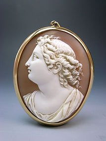 Splendid Antique Victorian Era Cameo Gold Pendant