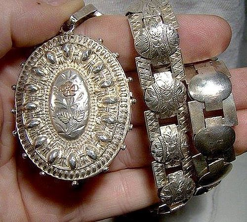 Superb STERLING REPOUSSE LOCKET & ENGRAVED CHAIN 1884