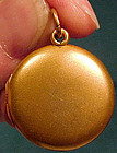 14K ROUND PHOTO LOCKET c1900 - No Engraving