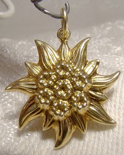 14K Edelweiss Flower Yellow Gold Charm Pendant 1960s