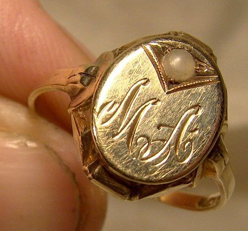 Early Art Deco 10K Yellow Gold Signet Ring with Pearl 1920