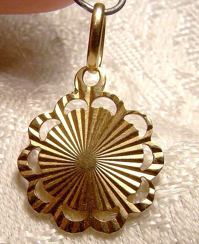 14K Ray Starburst Yellow Gold Charm Pendant 1960s