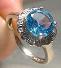 14K White Gold Blue Topaz and Diamonds Ring 1970s-1980s 14 K Round Cut