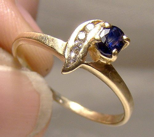 14K Gold Blue Sapphire and Diamonds Ring 1970s 14 K Size 7-1/2