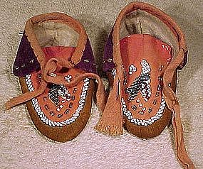 Fine IROQUOIS CHILD'S BEADED MOCCASINS c1900-20