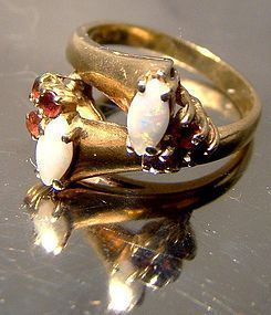 Stylish 10K OPALS and GARNETS RING c1950s-60s