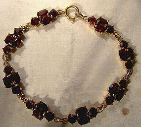 8K GARNET BRACELET 1960s 8 K Bohemian Red Repeat Cluster