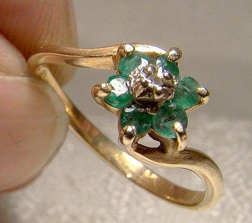 10K Genuine Emeralds & Diamond Cluster Ring 1970s - Size 6-1/2