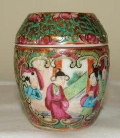C. 1850 CHINESE EXPORT ROSE MEDALLION BARREL JAR