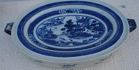 CIRCA 1820 CHINESE EXPORT NANKING HOT WATER PLATTER