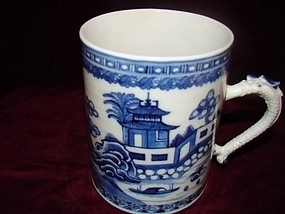 CIRCA 1800 CHINESE EXPORT BLUE AND WHITE MUG