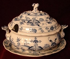 MEISSEN BLUE ONION SOUP TUREEN W/UNDERPLATE