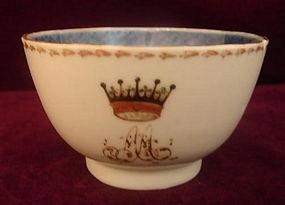 C. 1780 CHINESE EXPORT ARMORIAL TEACUP WITH CROWN
