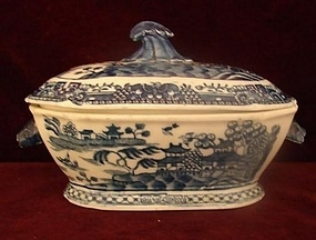 C. 1820 CHINESE EXPORT SMALL TUREEN