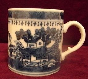C, 1840 CHINESE EXPORT BLUE AND WHITE CHILD'S MUG