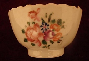 C. 1780 CHINESE EXPORT FAMILLE ROSE TEA BOWL