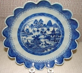 C. 1840 CHINESE EXPORT BLUE CANTON SAW TOOTH BOWL