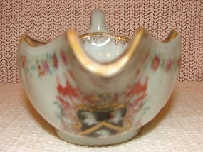 C. 1750 CHINESE EXPORT ARMORIAL SAUCE/GRAVY BOAT