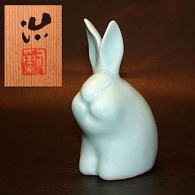 Porcelain Rabbit by Sodeisha artist Suzuki Osamu