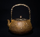 Cast Iron Tea kettle tetsubin by Ryobundo Meiji Period