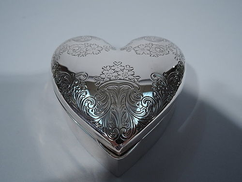 Antique Sterling Silver Valentine�s Day Heart Box