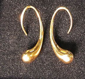 Tiffany 18Kt Gold �tear drop� Earrings by Elsa Peretti