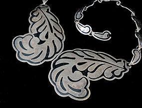 Mexican silver and enamel Necklace ~ Margot de Taxco design