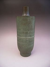 Japanese 20th century bronze vase by Hasuda Shugoro