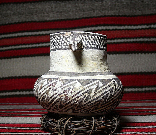 "Anasazi / SnowFlake Olla B/w w/ Dog Head ca. 900 ad ""No Restoration"""