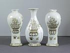 Chinese Export Porcelain Garniture of Vases, Qianlong