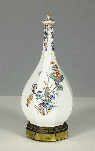 A Samson of Paris copy of a Kakiemon Bottle, 19th century.
