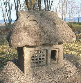 """Japanese unusual """"Minka Farmhouse"""" tea garden lantern"""