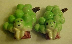 Vintage anthropomorphic faces  green grape shakers