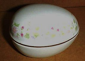 Porcelain egg trinket box
