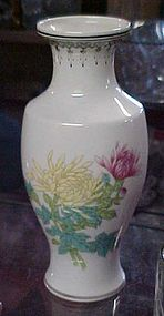 Nice Chinese porcelain vase with yellow and pink mums