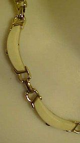 Vintage 1950's Sarah Coventry white thermoset choker