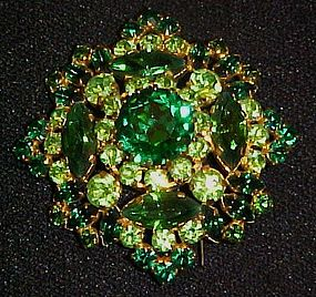Vintage emerald and peridot green rhinestone pin WOW!