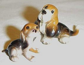 Hagen Renaker Basset hound with puppy figurines
