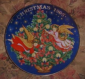 Avon Christmas plate 1995 Trimming the Tree