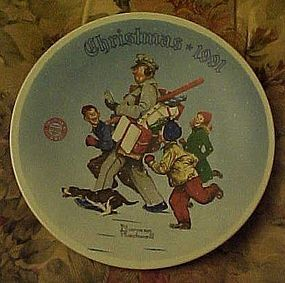 Norman Rockwell Santa's Helper  1991 annual plate