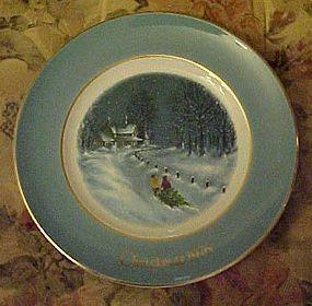 Avon 1976 Christmas plate bringing home the tree #3