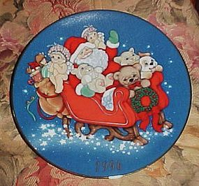 1996 Christmas Plate Santa in dreamsicle land