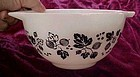 Pyrex black white gooseberry cinderella 1 1/2 pt bowl