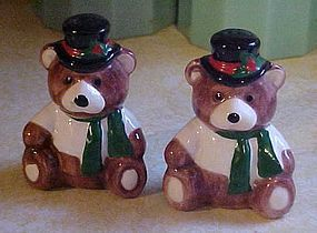 Christmas sitting teddy bear salt and pepper shakers