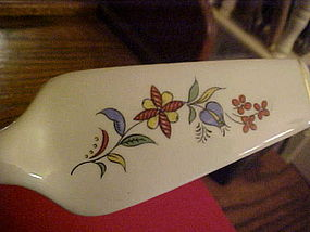 Ceramic pie server with  Pennsylvania Dutch pattern