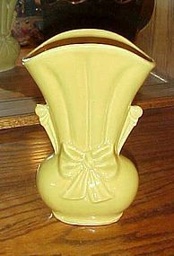 Shawnee Sunshine Yellow bow knot vase USA 819