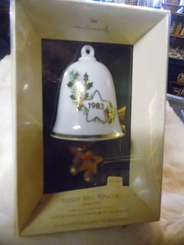 Hallmark Teddy Bear Bell Ringer 1983 bell 0rnament