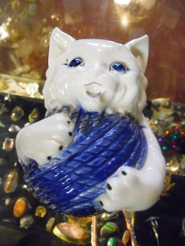 Ceramic cat with yarn ball string holder