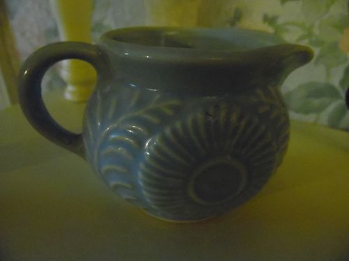 Shawnee USA lt blue Flowers and fern creamer