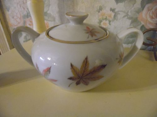Royal Ming China sugar bowl and lid leaves pattern